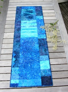 Bordlöpare i turkost och blått