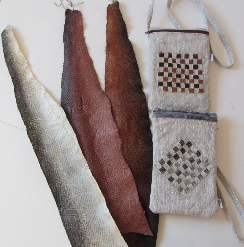 Liten väska med fiskskinn